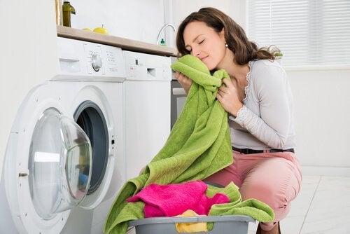 Sådan får du dårlige lugte ud af håndklæder