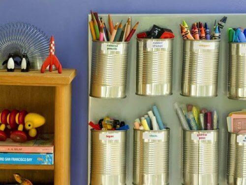 dåser til organisering af farveblyanter