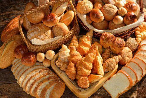 Et udvalg af brødprodukter, lav glutenfrit brød