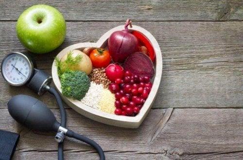 Det er vigtigt at spise sundt for at holde kolesterolet nede
