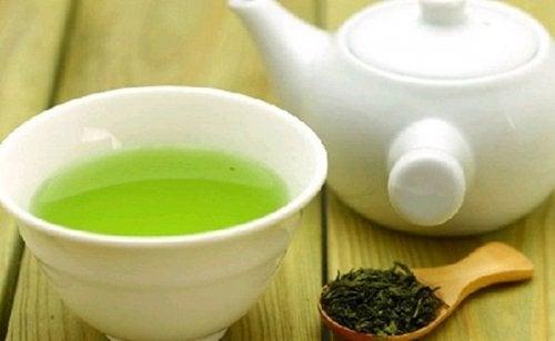 Grøn te og kande