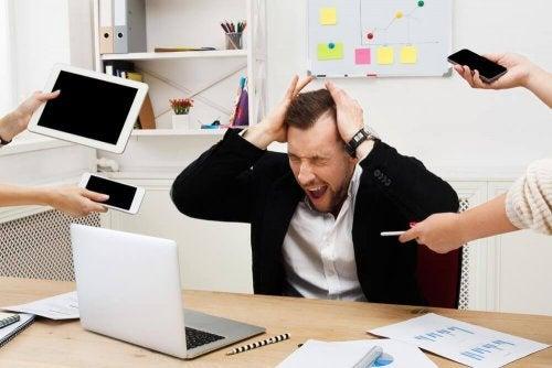 mand lider af stress