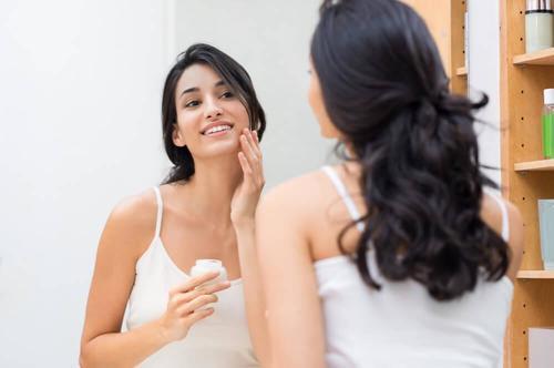 Sørg for at tilføre fugt til din hud ved at bruge natcreme