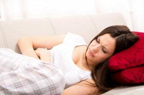 Nogle kvinder oplever kraftige smerter under menstruation