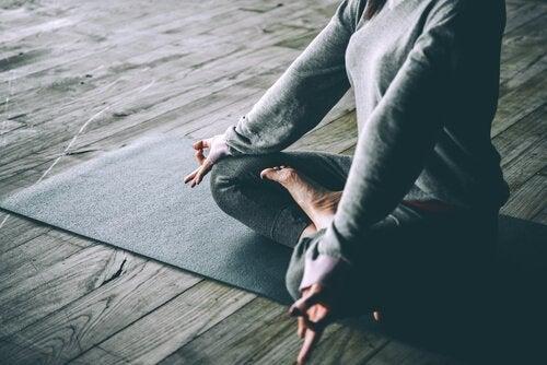 For ro i sindet kan det hjælpe at dyrke yoga