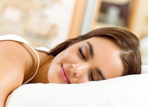 Kvinde sover fredeligt