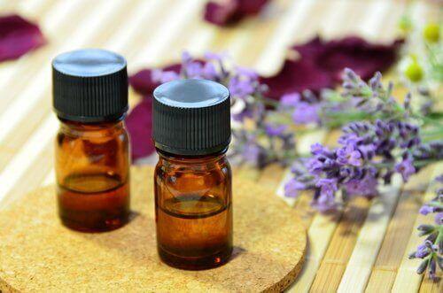 Nogle æteriske olier med lavendel
