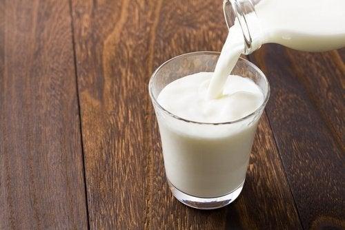 sådan kan du minimere mørke rande med kold mælk