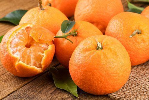 Lav lækre mojitos eller te med mandarinskræl