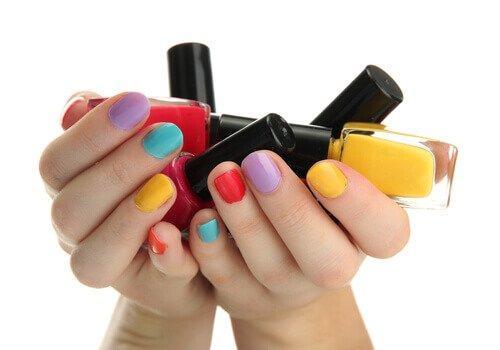 Den farve neglelak du vælger siger noget om din personlighed