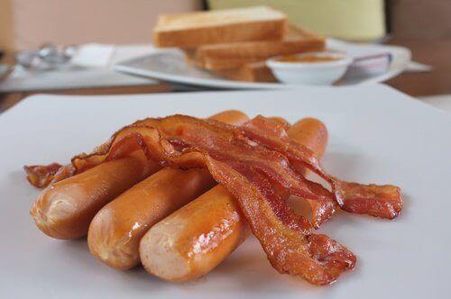 pølser og bacon er dårligt for dit fordøjelsessystem