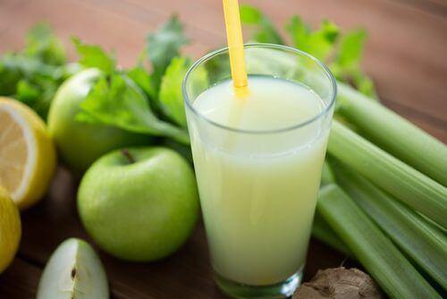 smoothie med selleri og grønne æbler