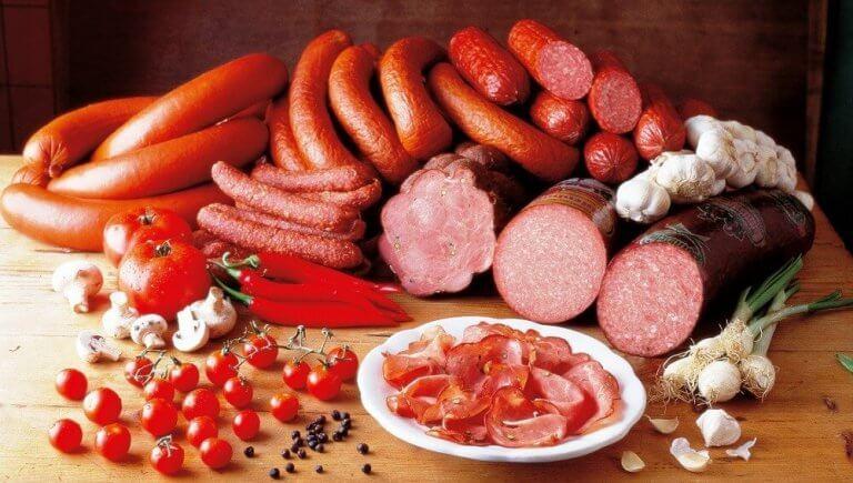 Pølser og forarbejdede kød med kolesterol er dårlige for arterierne