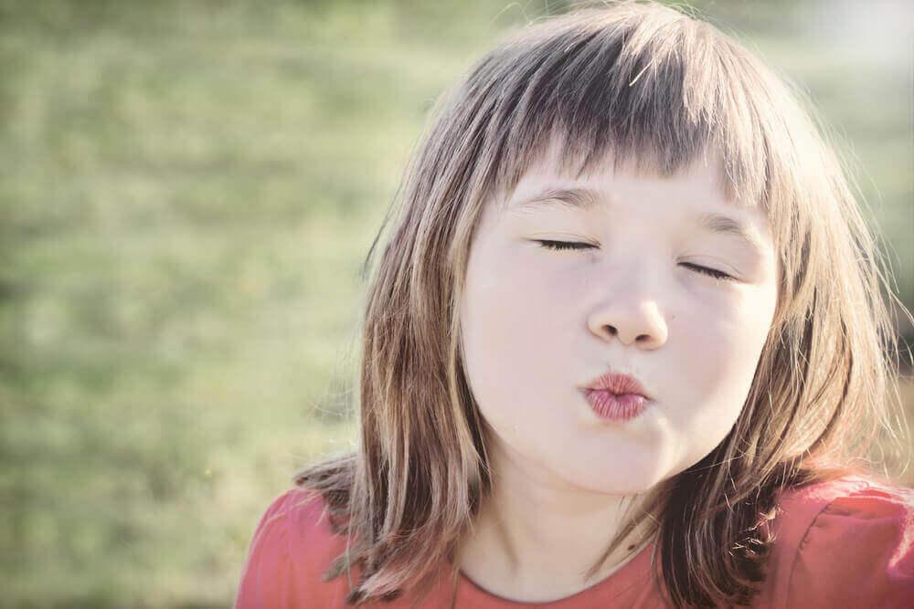 Du skal ikke tvinge børn til at kysse