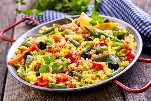 Sådan laver du en vegetarisk paella med få kalorier