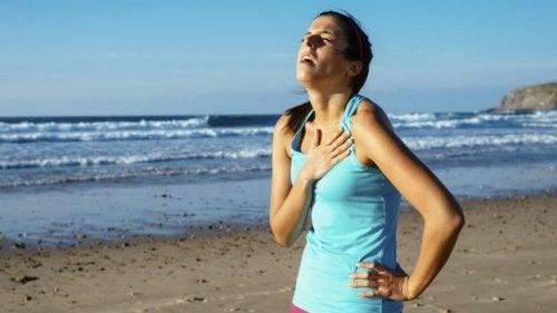 For stramt tøj kan forårsage vejrtrækningsproblemer