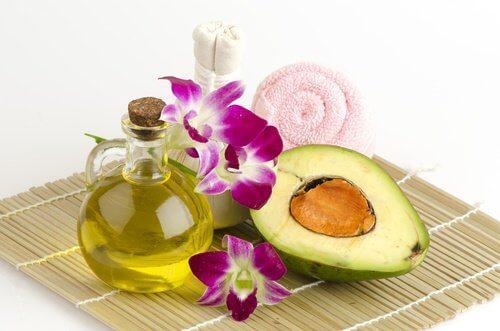 Avocado og olivenolie holder huden ung og glat