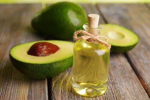 avocadoolie og friske avocadoer