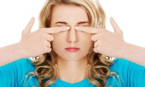 7 lette øjenøvelser for at undgå hovedpine og visuel træthed