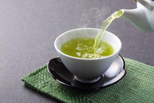 Grøn te er en af de mest anbefalede fødevarer til vægttab