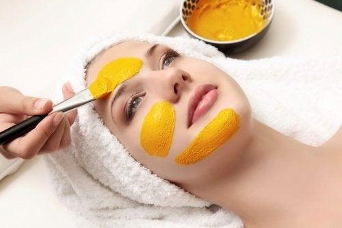 Gurkemeje er også godt for din hud