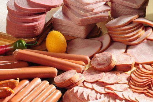 Kødpålæg er ofte fuldt at kunstige tilsætningsstoffer