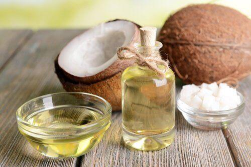 kokosolie og frisk kokosnød
