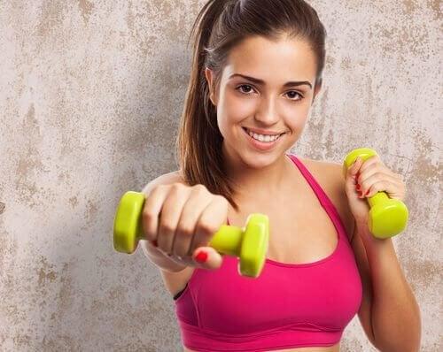 Denne øvelse træner dine biceps