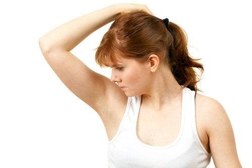 11 hjemmemidler mod lugtende armhuler