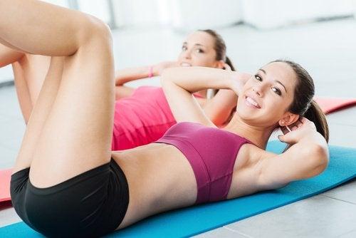 Denne øvelse styrker de skrå mavemuskler
