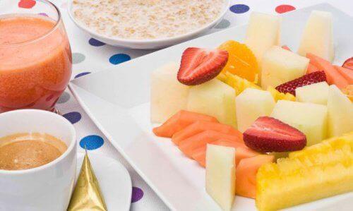 Morgenmad med frugtskiver
