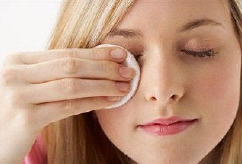 Du kan anvende olie som makeupfjerner