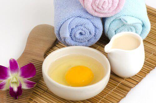 Du kan lave en ansigtsmaske af æg og mandler, der renser din hud