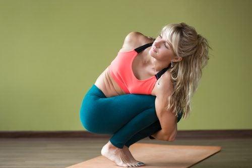 Yoga er godt for krop og sind og denne stilling kan lindre menstruationssmerter