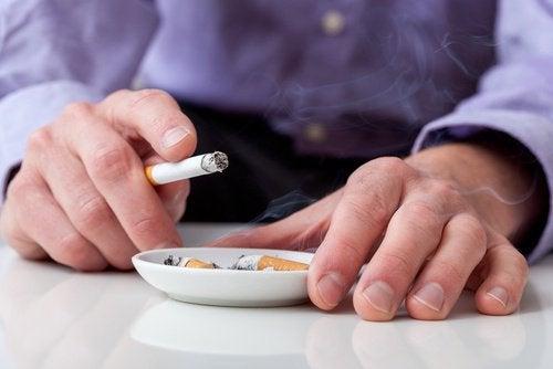 cigaretter og skjoldbruskkirtlen