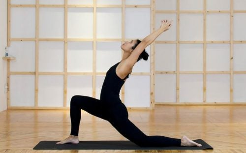 Yoga hjælper med at lindre menstruationssmerter