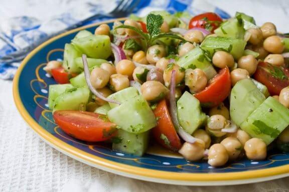 Fire lækre opskrifter på kikærtesalat