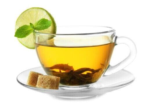 En kop grøn te er en god måde at starte dagen på