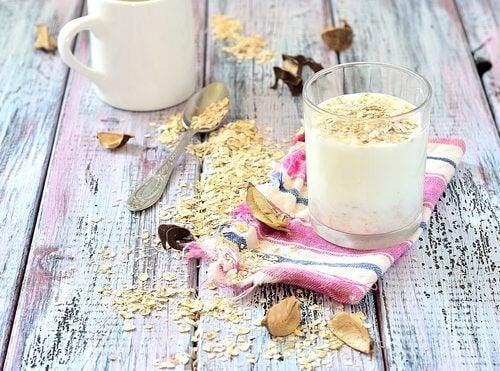Derfor er det sundt at drikke havremælk
