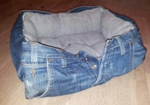 Udstop dine jeans, og du har en seng til dit kæledyr