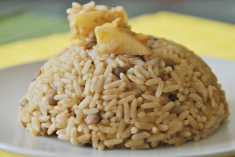 Kombinationen af fødevarer som linser og ris er godt for dig