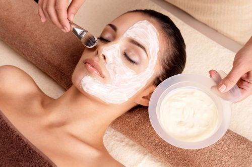 En maske med æggehvide og havre er godt for din hud