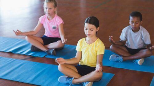 Det kan give mange fordele for børn senere hen i livet at lære mindfulness i en tidlig alder