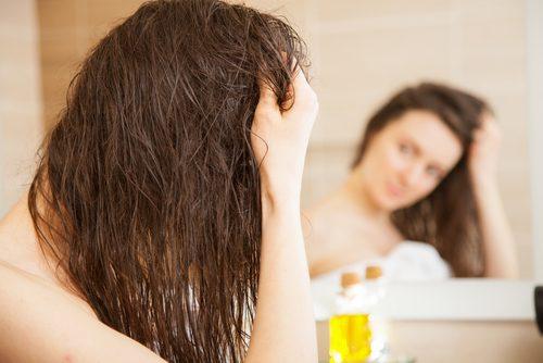 Olivenolie har gode virkninger på tørt hår