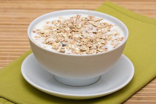 En af fordelene ved at drikke havremælk er at det kan hjælpe mennesker med en ubalance i nervesystemet