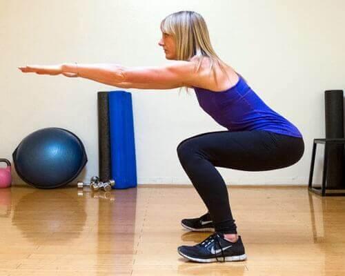 Bevar en god kropsholdning igennem hele øvelsen