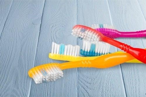 Din tandbørste kan være fuld af skadelige mikroorganismer