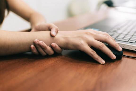 Carpal tunnel syndrom: 5 øvelser til at lindre smerten