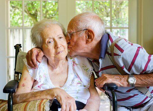Ældre par symboliserer forskellige typer af demens