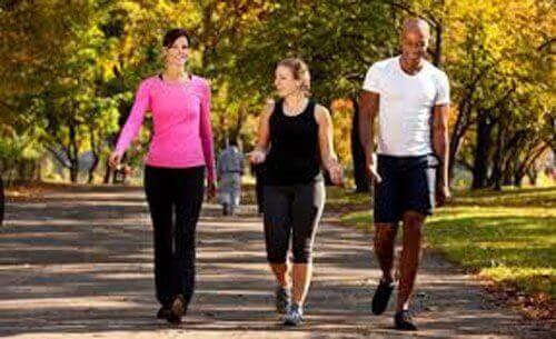 6 fordele ved at gå en tur hver dag